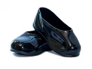 Noir des bottes de caoutchouc sur les adultes, les bottes