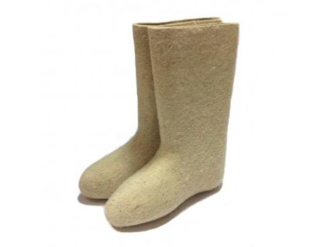 Las botas de fieltro blanco